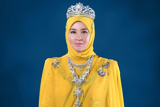 """Hoàng hậu Malaysia kể chuyện """"ngoại giao sốt tôm"""" với các thủ tướng Singapore - 1"""