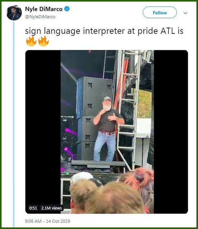 Clip: Hưng phấn theo vũ điệu của người phiên dịch ngôn ngữ ký hiệu - 2