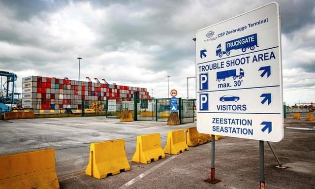 Lỗ hổng khiến thùng hàng chở 39 người tại Anh dễ dàng lọt qua các cảng - 1