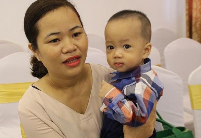 7 năm bán đất chạy chữa hiếm muộn, mẹ òa khóc khi đón con ở tuổi 40 - 1