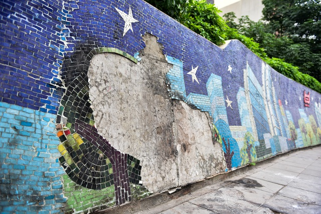 Hà Nội: Con đường gốm sứ kỷ lục Guinness xuống cấp, rạn nứt - 2