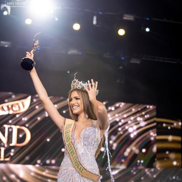 Nhan sắc ngọt ngào của mỹ nhân 19 tuổi vừa đăng quang Hoa hậu Hoà bình quốc tế 2019 - 9