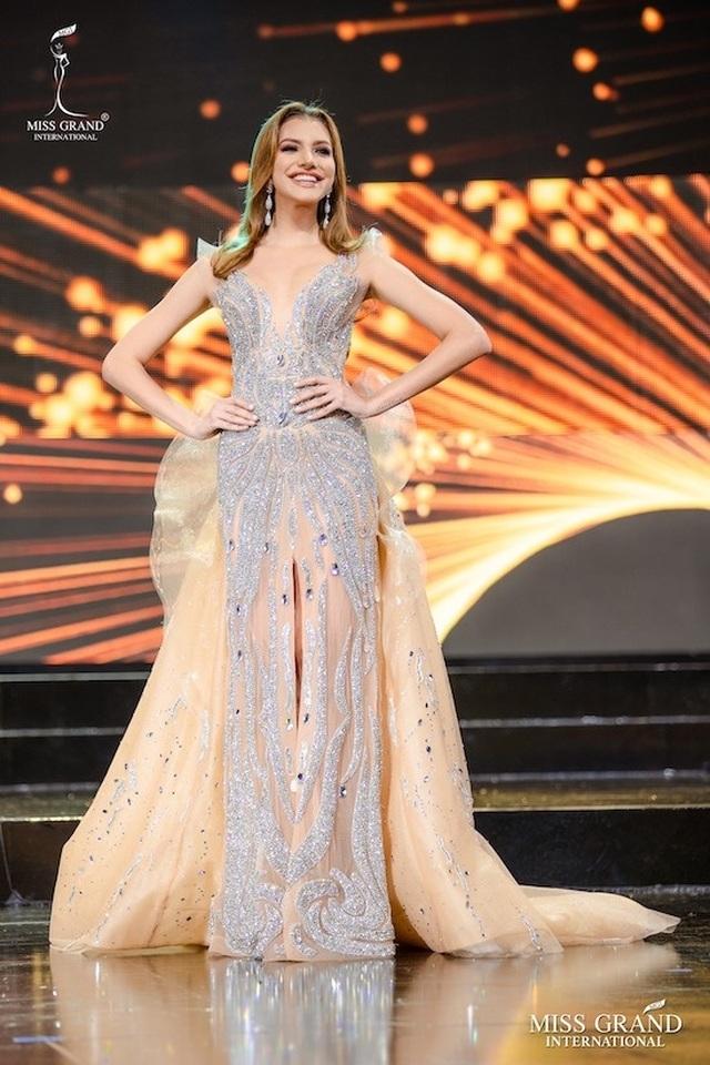Nhan sắc ngọt ngào của mỹ nhân 19 tuổi vừa đăng quang Hoa hậu Hoà bình quốc tế 2019 - 5