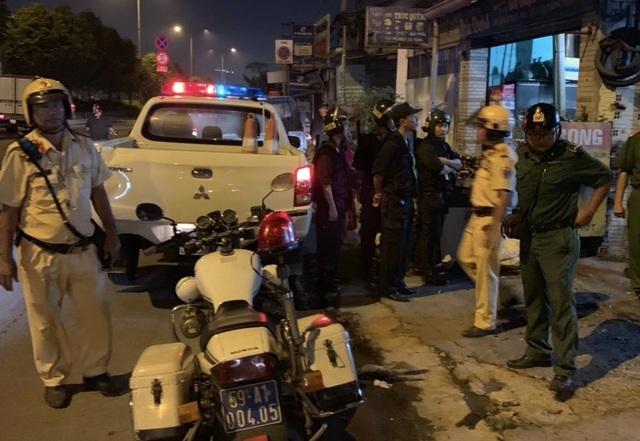 """Cảnh sát tạm giữ nhiều xe """"quái dị"""" khi đột kích bất ngờ một tiệm sửa xe  - 1"""