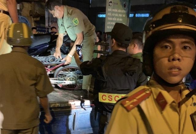 """Cảnh sát tạm giữ nhiều xe """"quái dị"""" khi đột kích bất ngờ một tiệm sửa xe  - 17"""