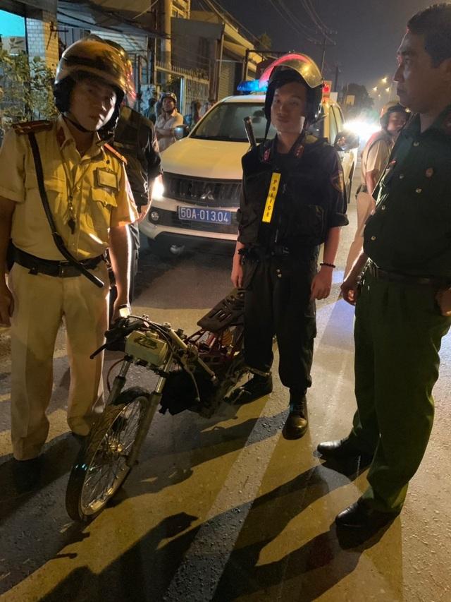 """Cảnh sát tạm giữ nhiều xe """"quái dị"""" khi đột kích bất ngờ một tiệm sửa xe  - 10"""