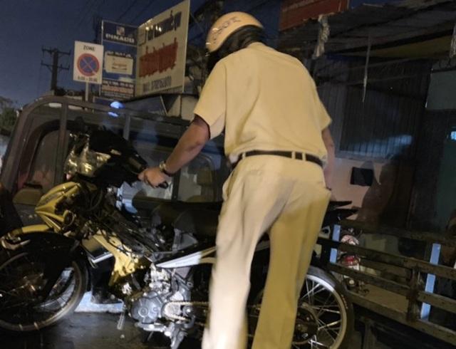 """Cảnh sát tạm giữ nhiều xe """"quái dị"""" khi đột kích bất ngờ một tiệm sửa xe  - 15"""