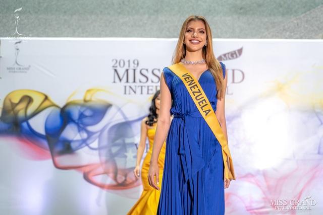 Nhan sắc ngọt ngào của mỹ nhân 19 tuổi vừa đăng quang Hoa hậu Hoà bình quốc tế 2019 - 20