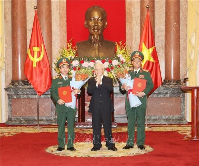 Tổng Bí thư, Chủ tịch nước trao quyết định thăng quân hàm Thượng tướng cho 2 sĩ quan  - 1