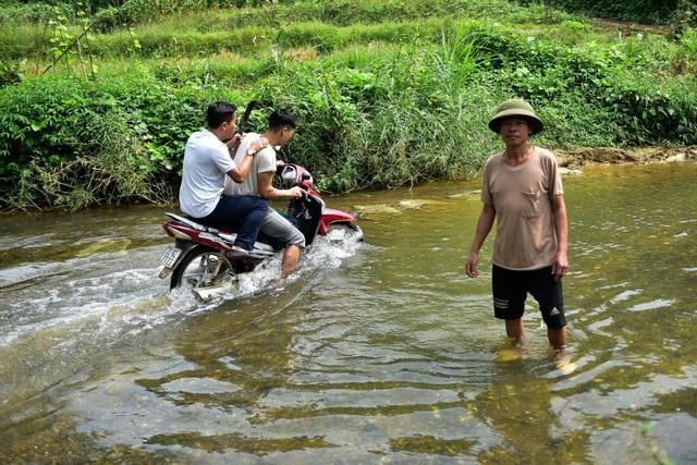 Tuyên Quang: Người dân như làm xiếc trên dây mỗi khi lũ về - 4