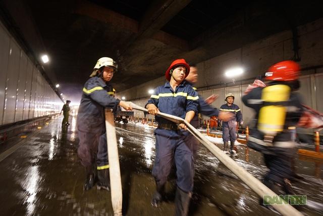 Gay cấn màn diễn tập cứu nạn bên trong hầm vượt sông Sài Gòn - 13