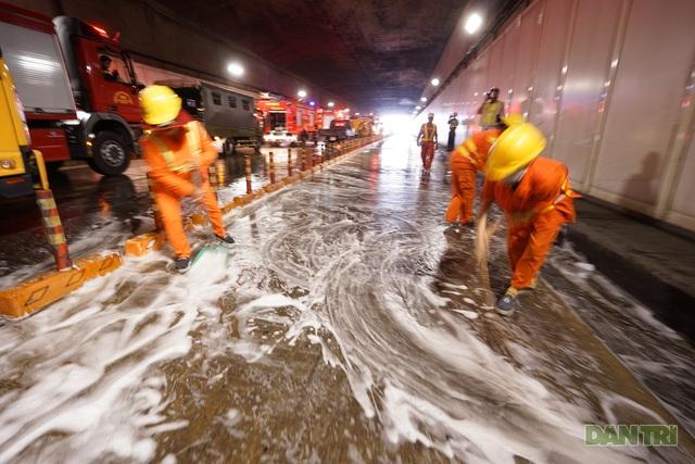 Gay cấn màn diễn tập cứu nạn bên trong hầm vượt sông Sài Gòn - 15