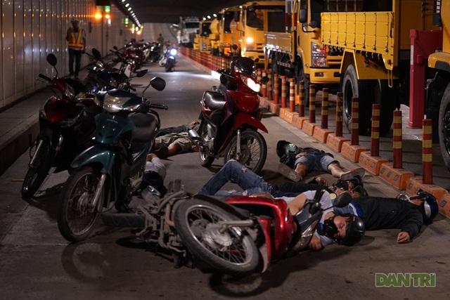Gay cấn màn diễn tập cứu nạn bên trong hầm vượt sông Sài Gòn - 2