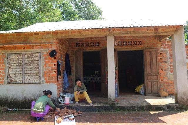 Người vợ nghèo gục ngã trong cảnh con động kinh, chồng ung thư