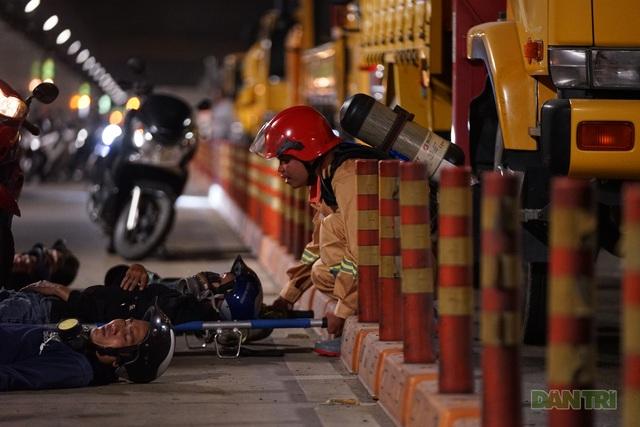 Gay cấn màn diễn tập cứu nạn bên trong hầm vượt sông Sài Gòn - 4
