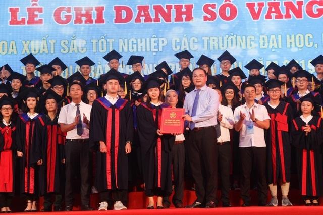 Hà Nội: 86 thủ khoa xuất sắc ghi danh tại Văn Miếu - Quốc Tử Giám - 3