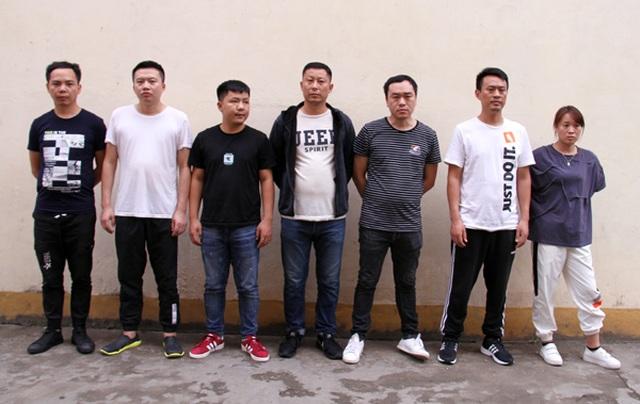 Trao trả Trung Quốc 7 đối tượng sang Lào Cai tổ chức đánh bạc qua mạng - 1
