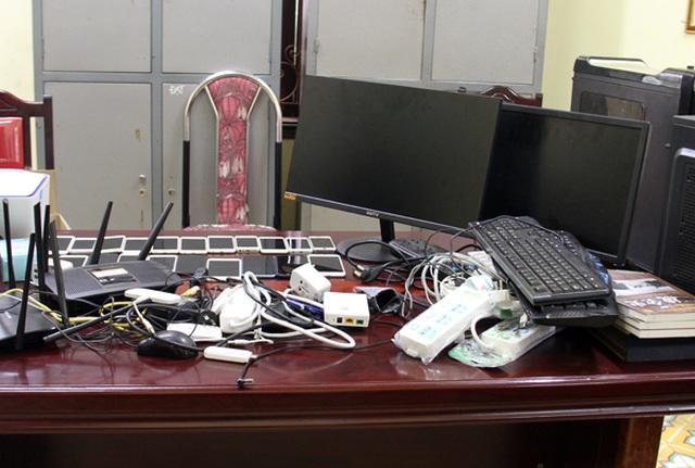 Trao trả Trung Quốc 7 đối tượng sang Lào Cai tổ chức đánh bạc qua mạng - 2