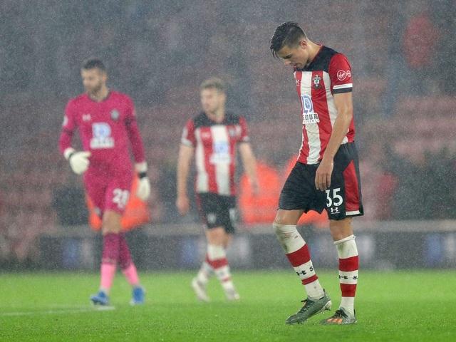 Thua thảm 0-9 trước Leicester, cầu thủ Southampton không dám… nhận lương - 1