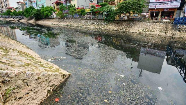 Mỗi ngày các dòng sông Hà Nội nhận 600.000 m3 nước thải - 4