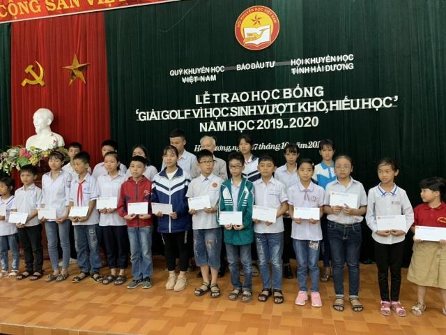 """Hải Dương: 65 học sinh giỏi nhận học bổng giải golf """"Vì học sinh vượt khó, hiếu học"""" - 1"""