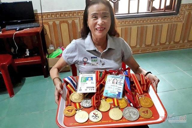 Bà chủ khuyết tật giành 120 huy chương, mở xưởng gỗ cho người nghèo - 1