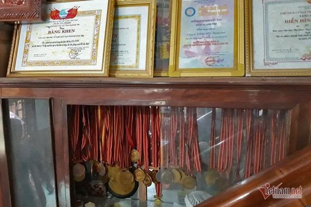 Bà chủ khuyết tật giành 120 huy chương, mở xưởng gỗ cho người nghèo - 2