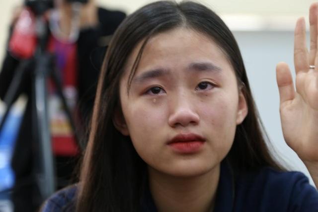 Học sinh quỳ gối, khóc nức nở nhận lỗi đã vô tâm với bố mẹ - 3