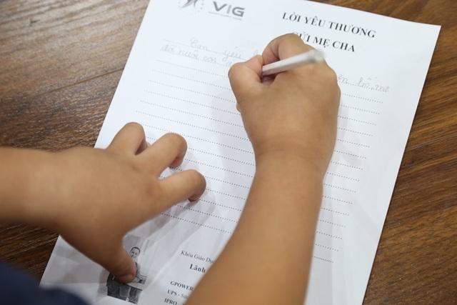 Học sinh quỳ gối, khóc nức nở nhận lỗi đã vô tâm với bố mẹ - 4