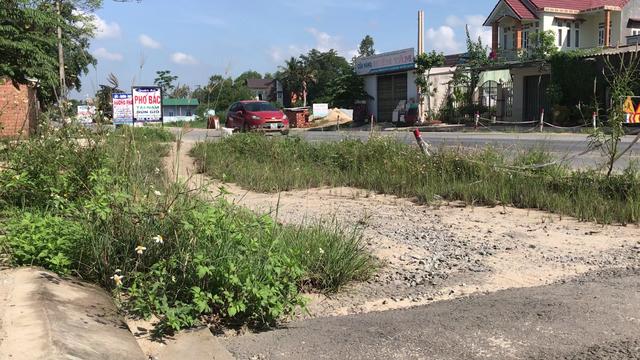 Quốc lộ 1A, 3 năm thi công, 6 lần gia hạn vẫn nham nhở chắp vá - 5