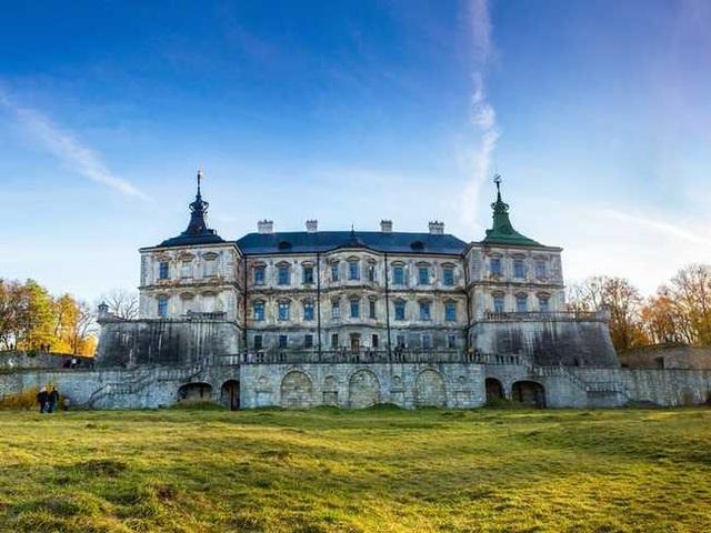 Khung cảnh ám ảnh tại những dinh thự bỏ hoang từng là biểu tượng của giàu có - 11