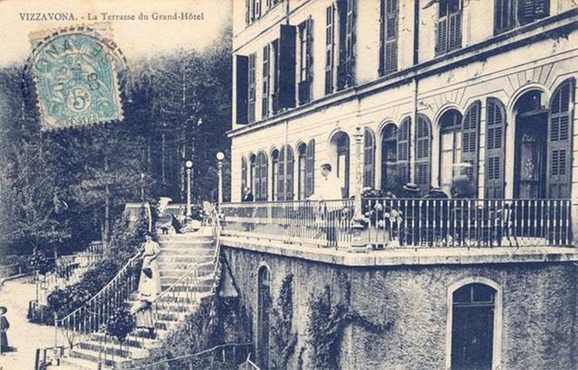 Khung cảnh ám ảnh tại những dinh thự bỏ hoang từng là biểu tượng của giàu có - 14