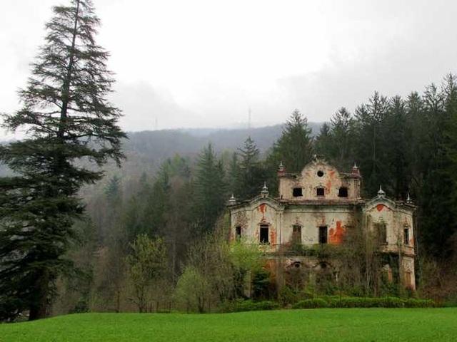 Khung cảnh ám ảnh tại những dinh thự bỏ hoang từng là biểu tượng của giàu có - 15