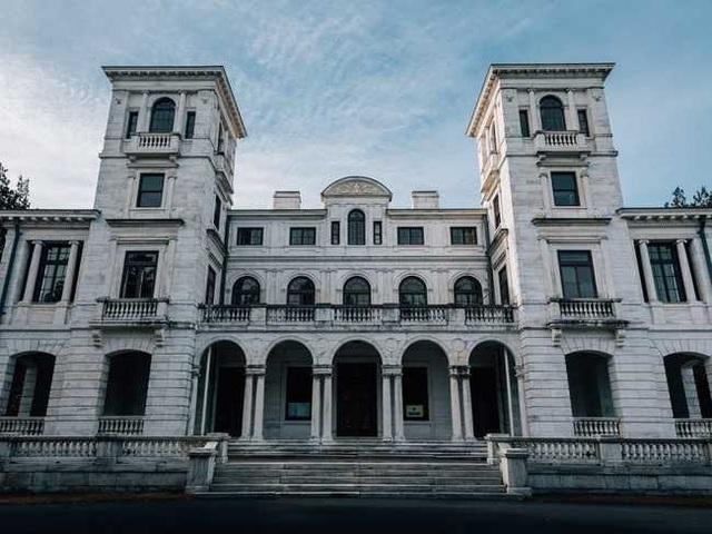 Khung cảnh ám ảnh tại những dinh thự bỏ hoang từng là biểu tượng của giàu có - 17