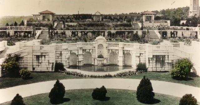 Khung cảnh ám ảnh tại những dinh thự bỏ hoang từng là biểu tượng của giàu có - 18