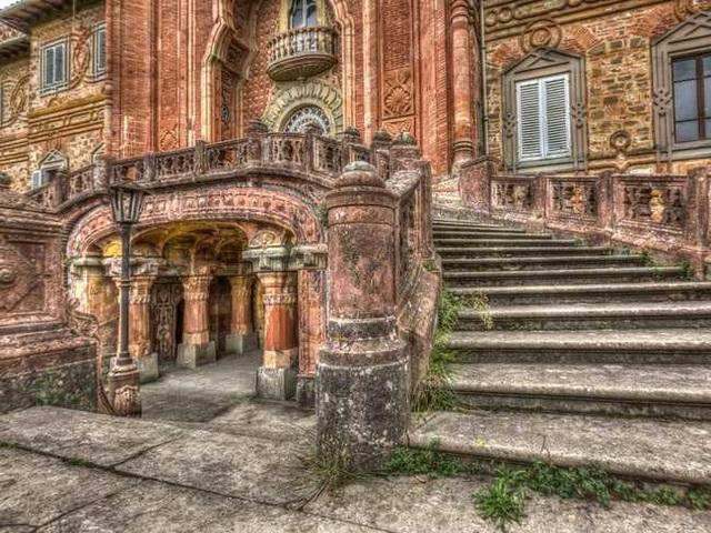 Khung cảnh ám ảnh tại những dinh thự bỏ hoang từng là biểu tượng của giàu có - 19