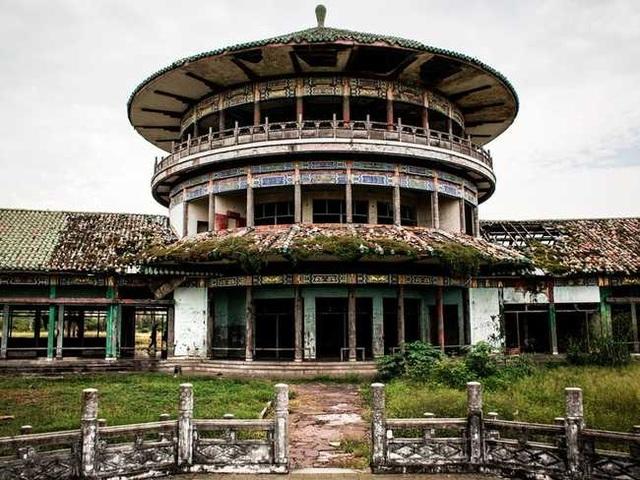 Khung cảnh ám ảnh tại những dinh thự bỏ hoang từng là biểu tượng của giàu có - 21