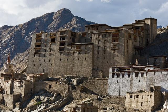 Khung cảnh ám ảnh tại những dinh thự bỏ hoang từng là biểu tượng của giàu có - 4