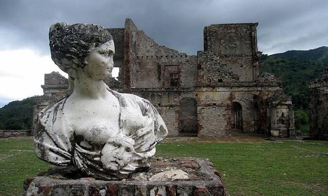 Khung cảnh ám ảnh tại những dinh thự bỏ hoang từng là biểu tượng của giàu có - 8