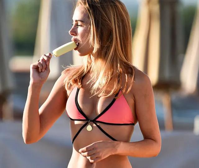 Kimberley Garner gợi cảm với bikini hồng - 9