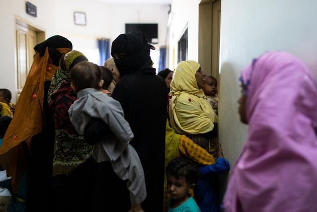Chấn động 900 trẻ Pakistan nhiễm HIV nghi do bác sĩ tái sử dụng ống tiêm - 1