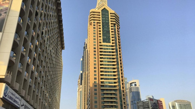 Nữ sinh 16 tuổi ngã từ tầng 17 tòa nhà khi đang selfie - 1