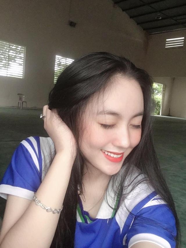 Nữ sinh Đà Nẵng 17 tuổi được khen xinh giống Địch Lệ Nhiệt Ba - 5