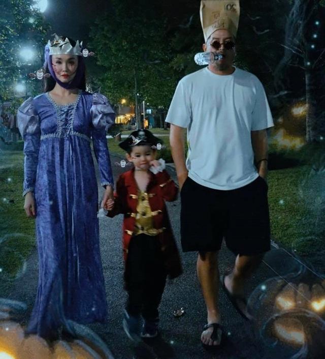 Vợ chồng Phạm Văn Phương - Lý Minh Thuận hoá trang ấn tượng đi chơi Halloween - 1