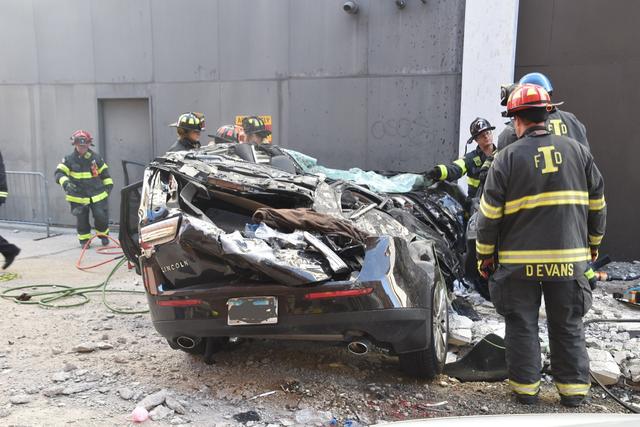 Ô tô lao từ bãi đỗ xe trên tầng 4 xuống, 2 người tử vong tại chỗ - 4