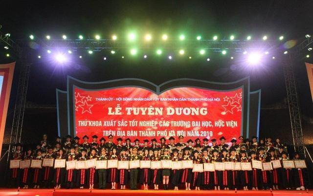 Hà Nội: Vinh danh 86 thủ khoa tốt nghiệp xuất sắc năm 2019 - 5