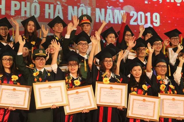 Hà Nội: Vinh danh 86 thủ khoa tốt nghiệp xuất sắc năm 2019 - 6
