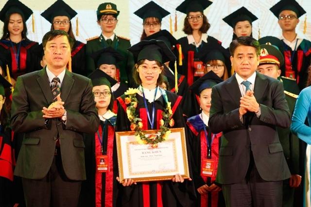 Hà Nội: Vinh danh 86 thủ khoa tốt nghiệp xuất sắc năm 2019 - 1