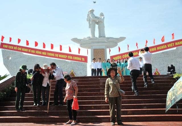 Khánh thành tượng đài Tập kết 1954 dịp kỷ niệm 65 năm ngày tiễn đoàn quân cuối cùng ra Bắc - 11
