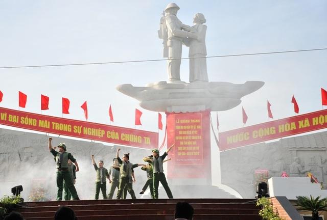 Khánh thành tượng đài Tập kết 1954 dịp kỷ niệm 65 năm ngày tiễn đoàn quân cuối cùng ra Bắc - 7